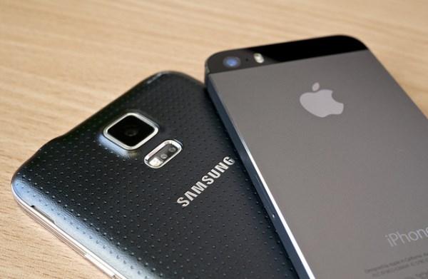 Samsung Galaxy S5 vs iPhone 5S by Kārlis Dambrāns